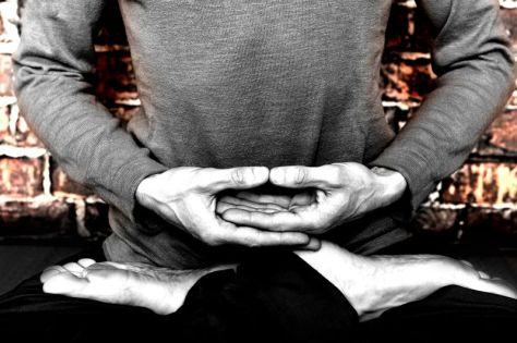 dhyana_mudra_geste_de_la_meditation